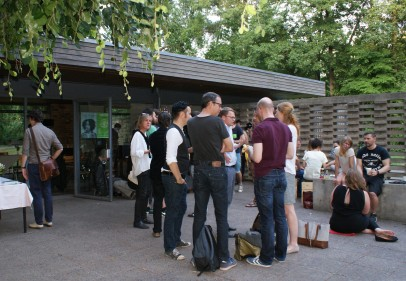 Publikum und Autor*innen kommen zusammen (Foto: Julia Hauck)
