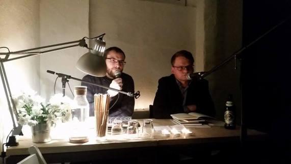 Mario Osterland und Peter Neumann lesen Texte der Nachbarschafts-Autoren von 2016.